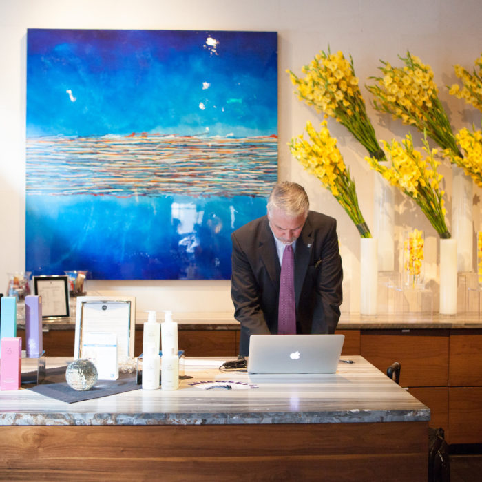 How a Floral Designer Can Impact Hotel Guests